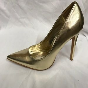 New 4.5 inches pointed heels in gold